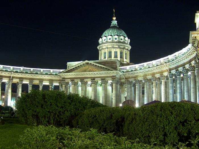 Строительство Казанского собора в Санкт-Петербурге велось по проекту архитектора А.Н. Воронихина в 1801-1811 годах.